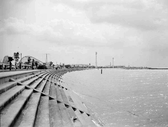 TodayInNewOrleansHistory/1941May5SeawallPontchartrainBeach.jpg